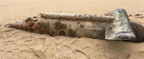 Russian Submarine Turns Up On A Beach In Hawaii | Others