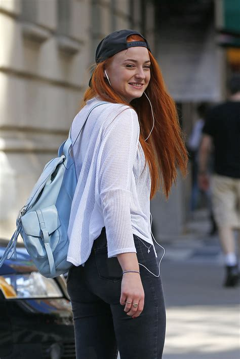 Sophie Turner (actress) photo 540 of 845 pics, wallpaper