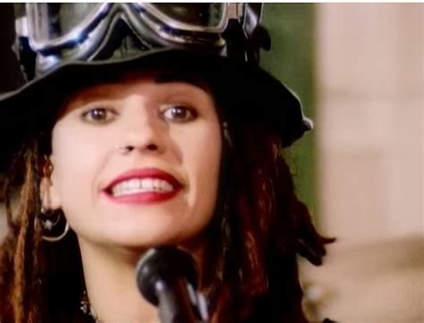 4 Non Blondes 'What's Up' - Fabulous Song to Drive Fast to
